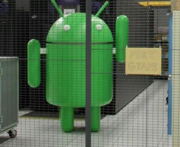 Google Droid Waving Bye